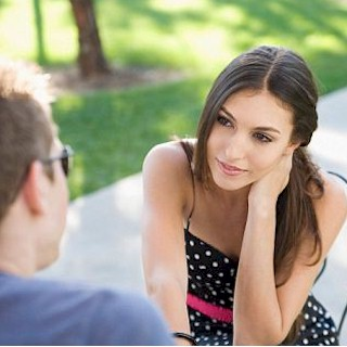 nonverbal-cues-of-attraction